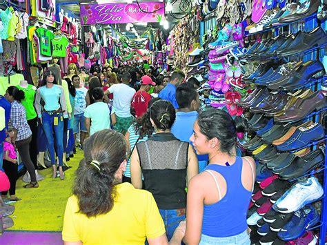 Felices por las compras a última hora | El Diario Ecuador
