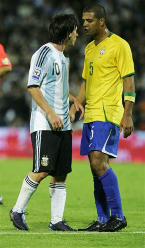 Felipe Melo posta foto intimidando Messi e relembra ...