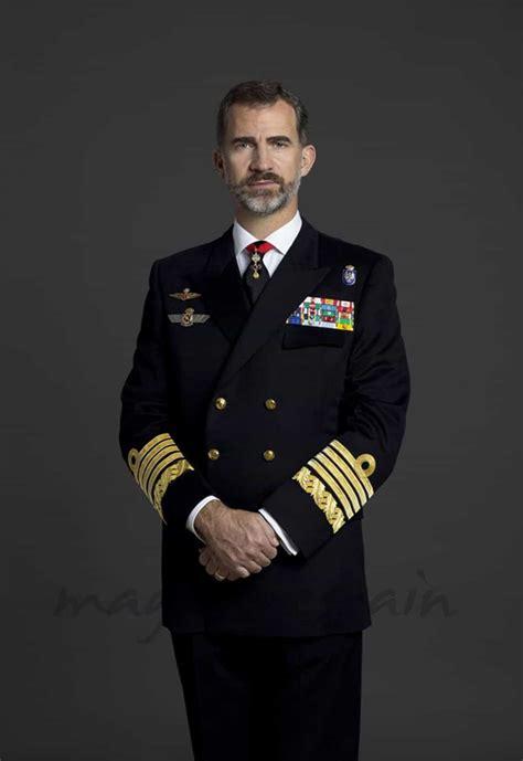 Felipe VI, ya tiene sus fotos oficiales como militar