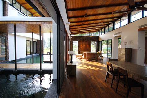 Feng Shui House Feels Like It's Floating on a Lake