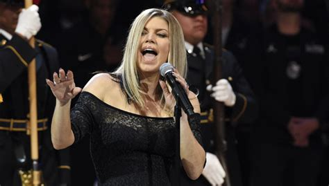 Fergie Sings Her Heart Out While Performing The National ...