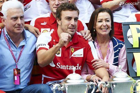 Fernando Alonso entouré de son père Jose Luis et de sa ...