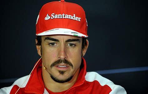 Fernando Alonso estrena  look  en Silverstone   MARCA.com