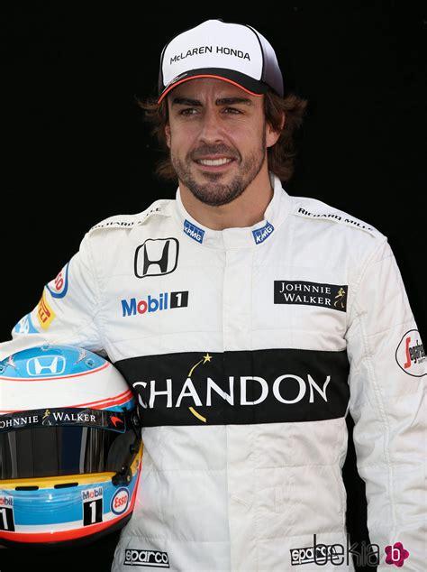 Fernando Alonso posando en la foto oficial del GP de ...