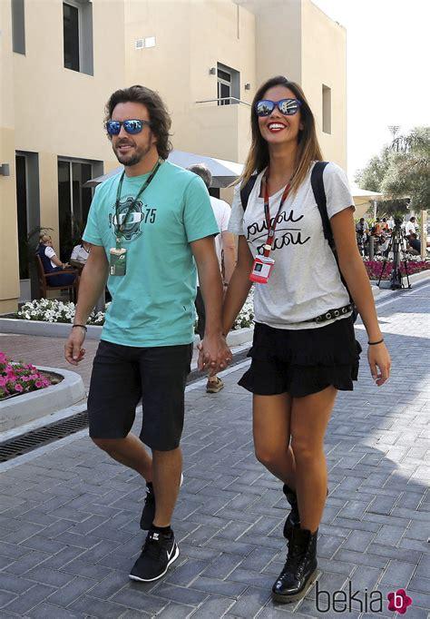 Fernando Alonso y Lara Álvarez paseando su amor por Abu ...