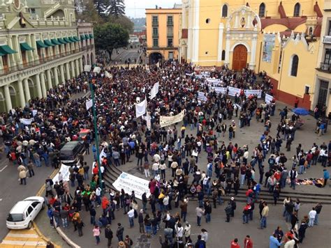 FESAPAUV marcha en Xalapa @EnDefensadelaUV;  alto al ...