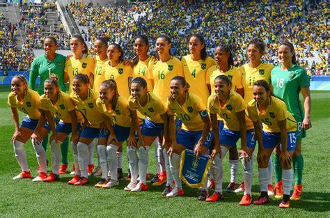 Ficheiro:Canadá vence o Brasil no futebol feminino, na Rio ...