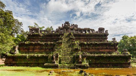 Fichier:Phimeanakas, Angkor Thom, Camboya, 2013 08 16, DD ...