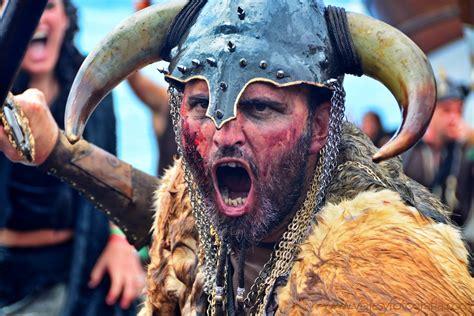 Fiesta total en Galicia: la Romería Vikinga de Catoira.