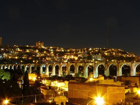 File:Acueductos Ciudad de Querétaro, México.jpg ...