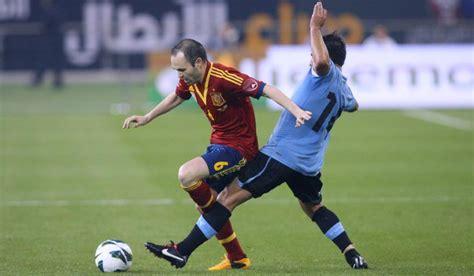 File:Andres Iniesta v Uruguay 2013.jpg - Wikipedia