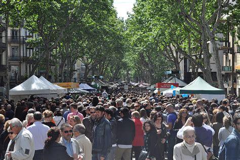 File:Barcelona La Rambla   2011 04 23 05   JTCurses.jpg ...