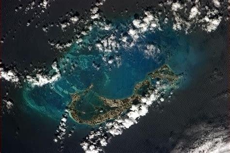 File:Bermuda from ISS.jpg   Wikimedia Commons