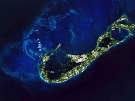 File:Bermuda from space.jpg   Wikimedia Commons