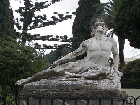 File:Closeup of Achilles thniskon in Corfu Achilleion.JPG ...