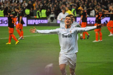 File:Cristiano Ronaldo en cruz.jpg - Wikimedia Commons