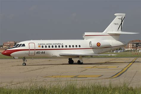 File:Dassault Falcon 900B.jpg - Wikimedia Commons