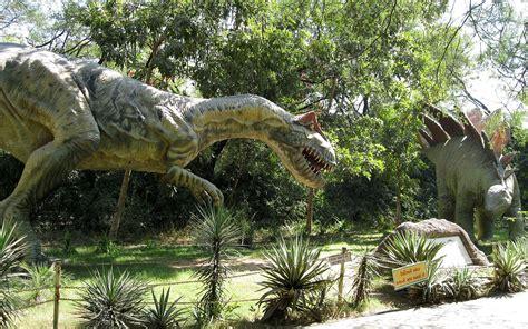 File:Dinosaurs Park.jpg - Wikimedia Commons