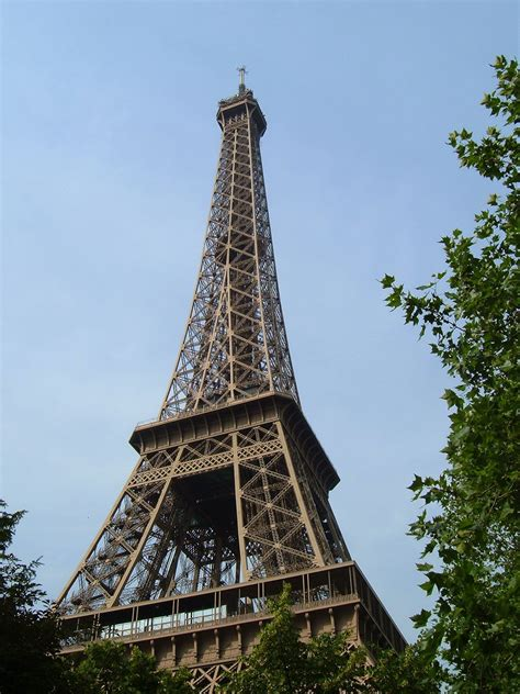 File:Eiffel Tower - looking up.jpg - Wikipedia
