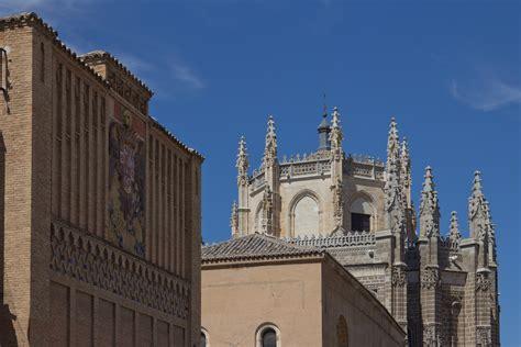 File:Escuela de Artes y Oficios Artísticos de Toledo y ...