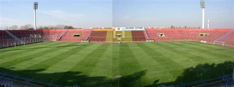 File:Estadio España Campo de Juego.jpg   Wikimedia Commons