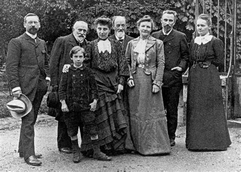 File:Families Curie Guillaume au BIPM, 1904.jpg ...