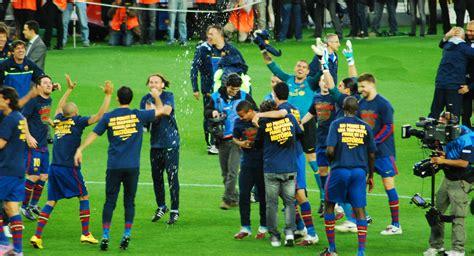 File:FC Barcelona celebra la Liga 2009 2010.jpg ...