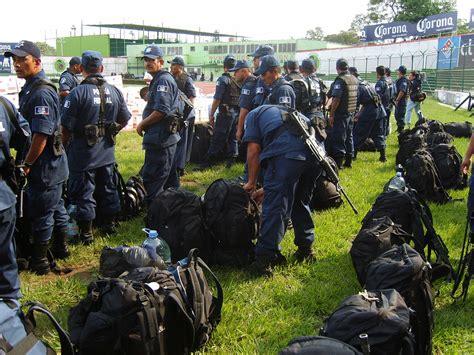 File:Federal Police.jpg   Wikimedia Commons