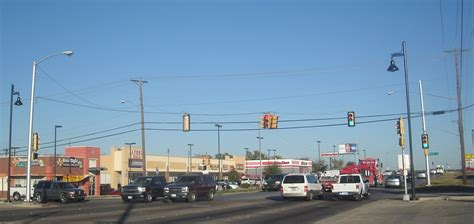File:Fort Worth, TX Traffic Light   Berry Street and Evans ...