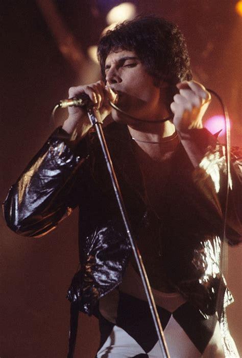 File:Freddie Mercury performing in New Haven, CT, November ...