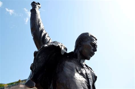 File:Freddie Mercury statue..JPG - Wikimedia Commons