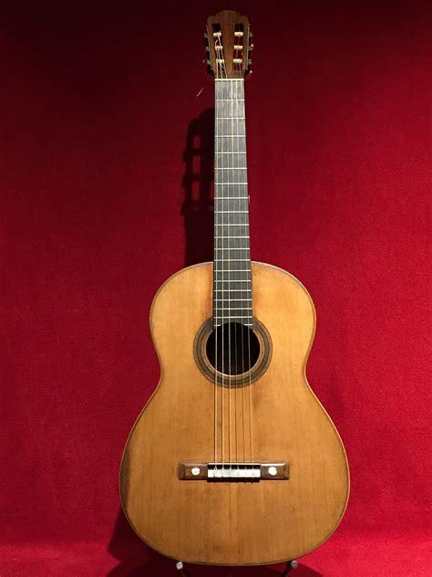 File:Guitarra d Antonio de Torres, MDMB 626, al Museu de ...
