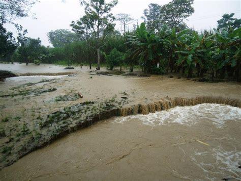 File:Inundaciones en Costa Rica, octubre de 2011 (16).jpg ...