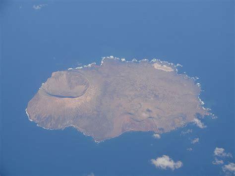 File:Isla de Alegranza.jpg