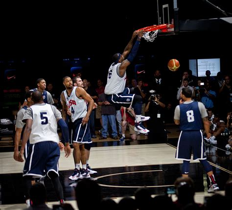 File:LeBron James dunk (2).jpg - Wikimedia Commons