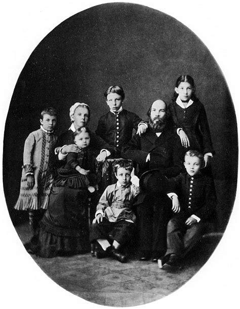 File:Lenin family.jpg - Wikimedia Commons