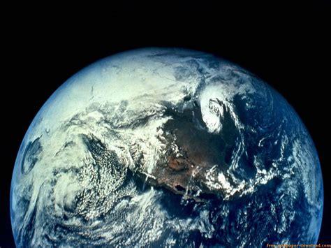 File:Mundo en el espacio exterior.jpg - Wikimedia Commons