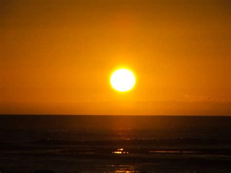 File:O Sol na Praia da Amaralina.jpg   Wikimedia Commons