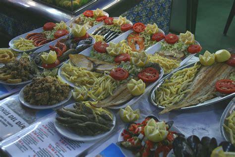 File:Platos de pescado y marisco diversos.jpg - Wikimedia ...