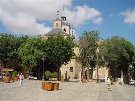 File:Plaza e Iglesia en Arganda del Rey.jpg - Wikimedia ...