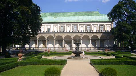 File:Pražský hrad, Letohrádek královny Anny 01.jpg ...