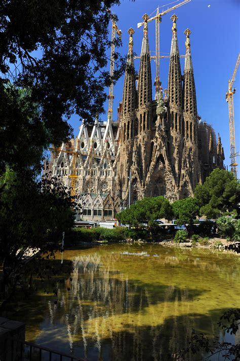File:Sagrada Familia in Barcelona.jpg