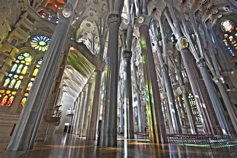 File:Sagrada Família. Interior nau.jpg   Wikimedia Commons