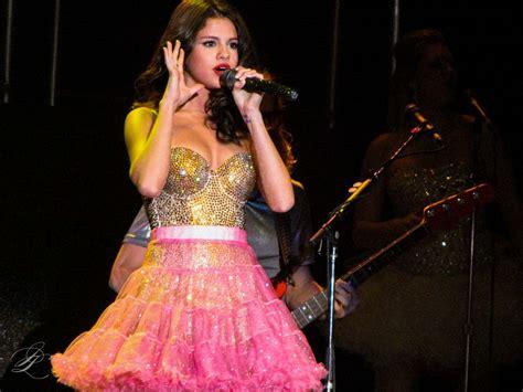 File:Selena Gomez  24087247716 .jpg   Wikimedia Commons