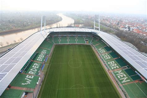 Filman un OVNI sobre un estadio de fútbol en Alemania - LA ...