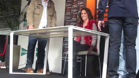 Firma del disco SÍ de Malú Madrid - YouTube