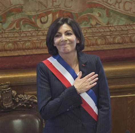 First female mayor of Paris takes office | Daily Mail Online