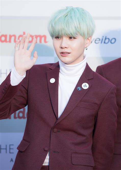 Fitxer:160217 Gaon Chart K POP Awards Red Carpet BTS Suga ...
