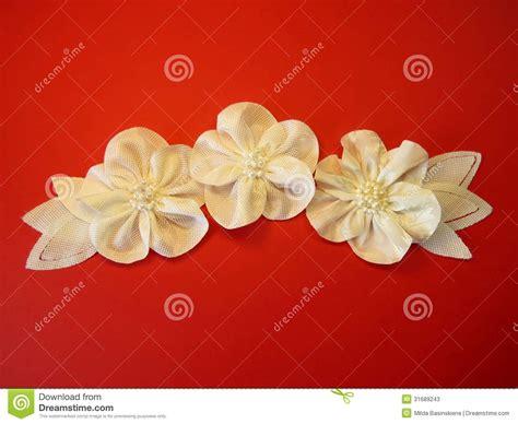 Flores Artificiales Blancas De La Tela Imagen de archivo ...