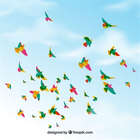 Fondo con pájaros volando en el cielo | Descargar Vectores ...
